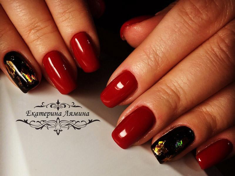красный маникюр с золотой фольгой