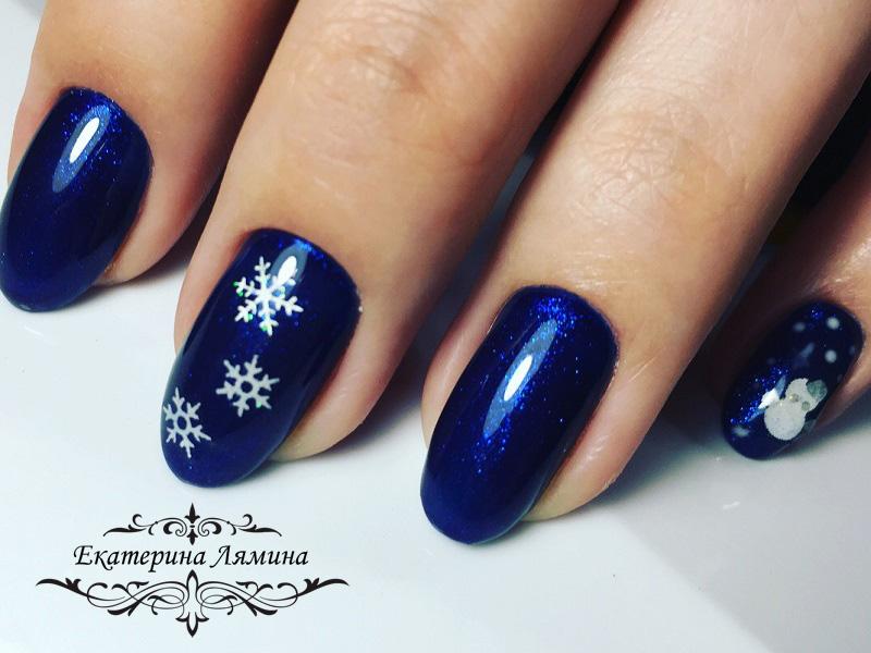 насыщенный синий со снежинками