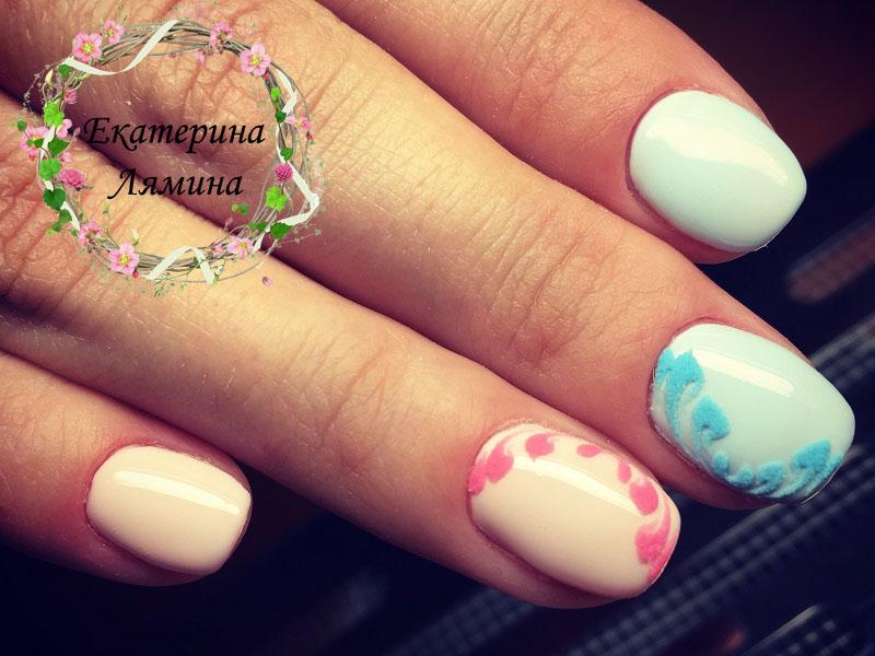розово-голубой с вензелями