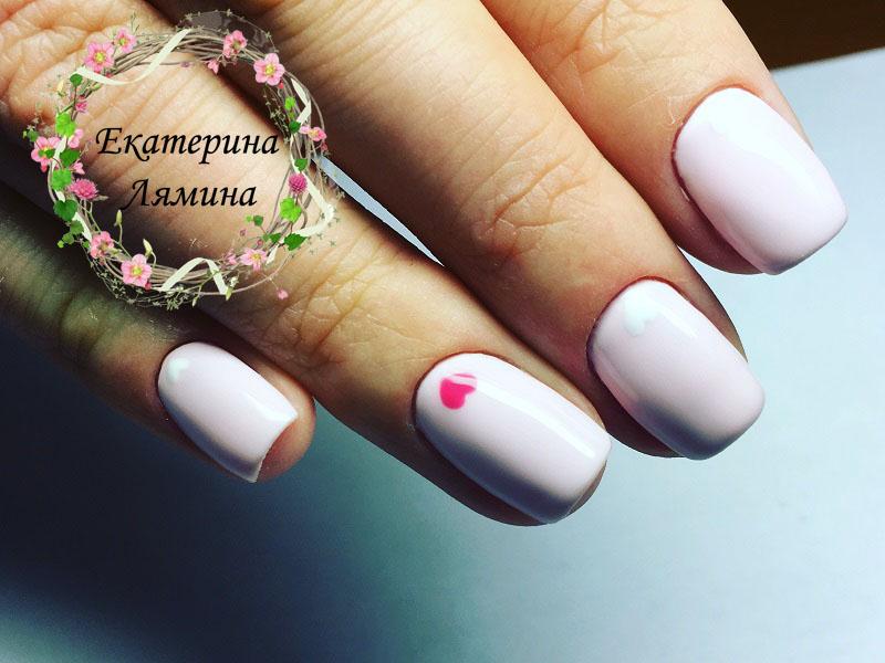 розовый с сердцами на всех ногтях