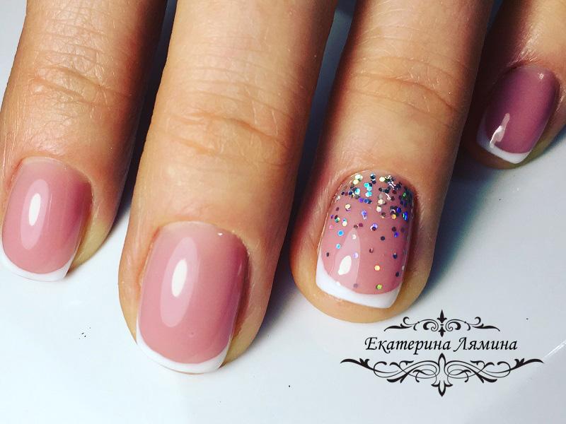 френч с розовым камуфляжем и галографическими блестками